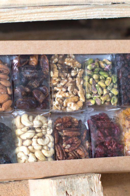 Riešutų ir džiovintų vaisių dėžutė